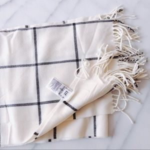 Gap White And Black Plaid Grid Blanket Scarf